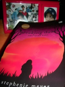 Cover Breaking Dawn versi Indonesia