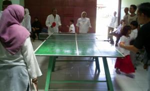 Tenis meja Pak Dhe Bisri - Bu Dhe Nur versus Om Agung - Bu Puji