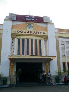 Stasiun Tugu pintu utara