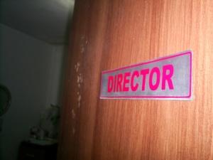 Pengingat cita-cita: Pintu kamar Direktur!