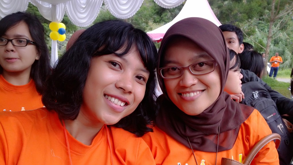 They are Mbak Lia and Mbak Eni without make-up.