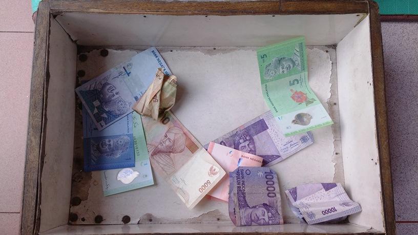 Padang - Kotak uang