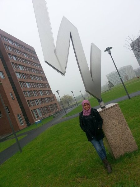Di depan gedung Forum, ikon Wageningen University