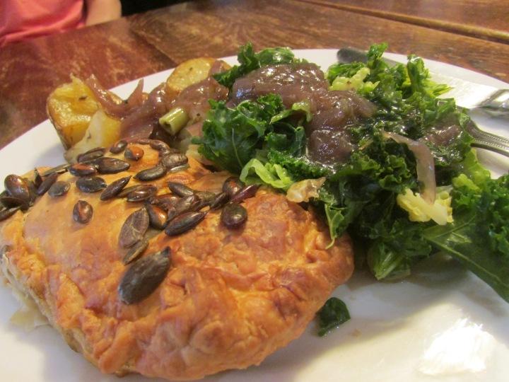 Pumpkin pasty dengan salad kale, kentang panggang, dan bakso (udah dimakan sebelum difoto)